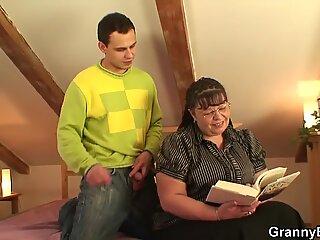 He stuffs her immense senior pussy