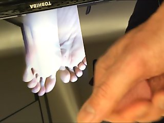 Feet Cumtribute for atchingfeet :) Nice cumload on her Japanese Feet